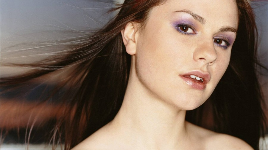 Anna paquin beautiful wallpaper high definition high for Paquin motors used cars