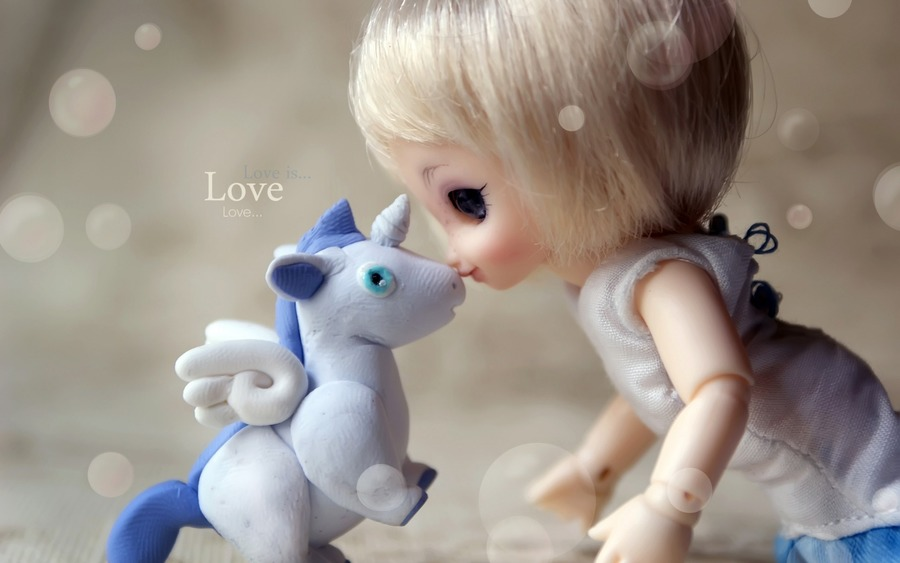 Baby Doll Kiss Unicorn Wallpaper